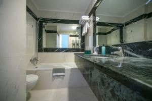 A bathroom at City Marina
