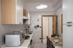A kitchen or kitchenette at Casa vacanza Forte La Carnale