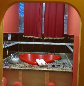 Um banheiro em SP Hotel & Motel