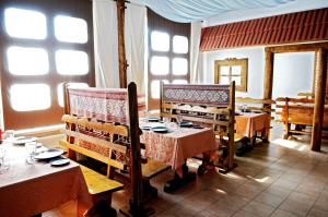 A restaurant or other place to eat at Motel Borshna