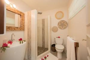 Um banheiro em Hôtel Raiatea Lodge