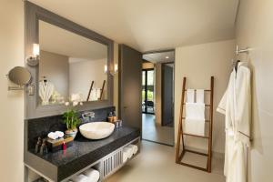 Ein Badezimmer in der Unterkunft Anantara Vacation Club Mai Khao Phuket - SHA Plus