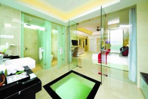 A bathroom at Lexis Hibiscus Port Dickson
