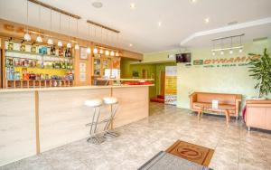 Lounge alebo bar v ubytovaní Hotel Dynamic