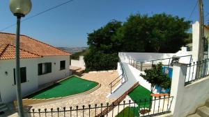A view of the pool at Vistalmar São Martinho or nearby