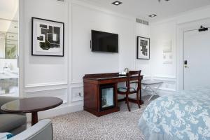 Een TV en/of entertainmentcenter bij Hotel de Londres y de Inglaterra