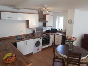 A kitchen or kitchenette at The Round House - APARTMENT - Cleethorpes, New Waltham, Grimsby