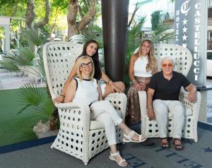 Famiglia che soggiorna presso Hotel Castellucci