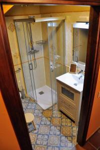 Un baño de LA FUENTE DE CABANILLAS