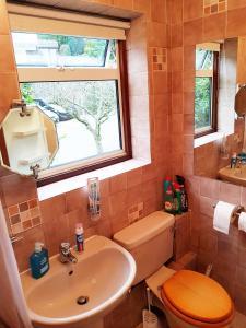A bathroom at Studio Garden Flat