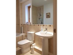 A bathroom at Chy Bre