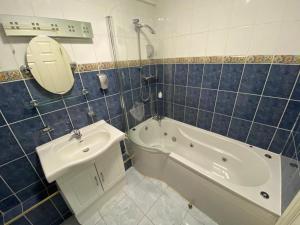 A bathroom at Wool Merchant Hotel HALIFAX