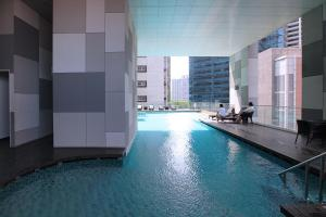 The swimming pool at or near Mistri Road Residences