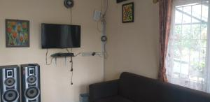 A television and/or entertainment centre at Villa Shinta Managed by Bubu Point