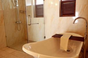 A bathroom at The Heritage Hotel Galle Fort