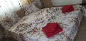 A bed or beds in a room at Garsonieră Bragadiru