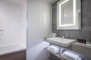 A bathroom at Clayton Hotel Dublin Airport