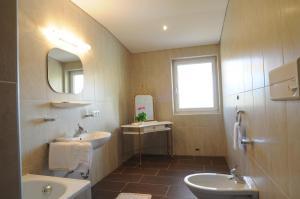 A bathroom at Hotel Heidi