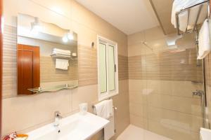Un baño de Hotel Ros Mary