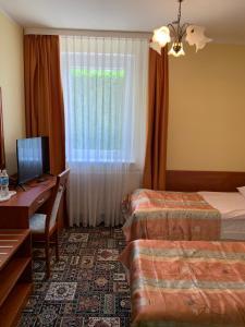 A bed or beds in a room at Domek - pokoje w domku na Wyspie Sobieszewskiej.