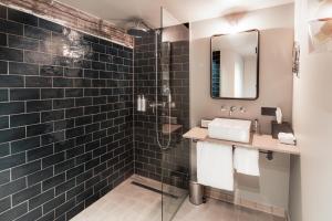 A bathroom at Hotel Monastère Maastricht