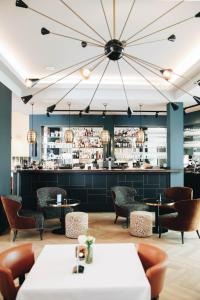 The lounge or bar area at Hotel FRANQ