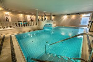 The swimming pool at or near Alpinresort Stubaierhof ****s