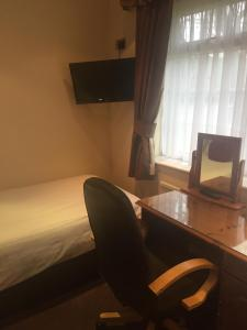 A television and/or entertainment center at Best Western Bolholt Country Park Hotel