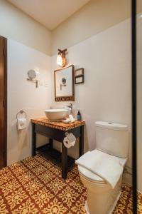 A bathroom at Campbell House
