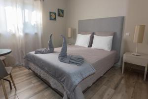 A bed or beds in a room at Casa da Falfeira B&B