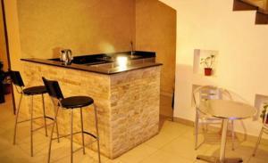 A cozinha ou cozinha compacta de Marahal Al Rawabi