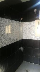 Um banheiro em استراحة الرونق Al Rownaq chalet