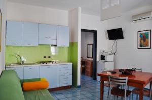A kitchen or kitchenette at Case Vacanza Vivaldi
