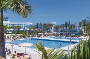 Piscine de l'établissement Hotel Riu Palace Tenerife ou située à proximité