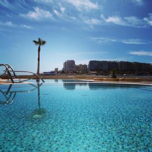 Бассейн в Cavalieri Art Hotel или поблизости