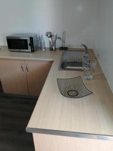 A kitchen or kitchenette at Apartamento A Fabrica