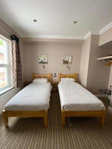 A bed or beds in a room at Marlborough Guest House