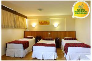 A bed or beds in a room at Nacional Inn Curitiba Estação Shopping