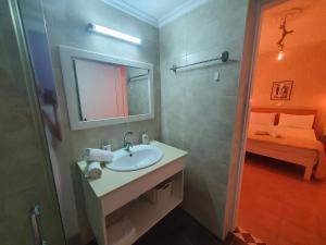 Een badkamer bij Elenis Studios