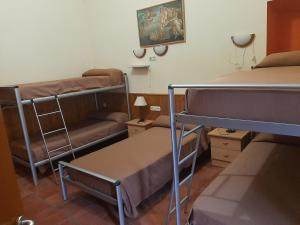 A bunk bed or bunk beds in a room at Albergue Convento S.Francisco