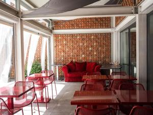 A seating area at Hotel Re Testa