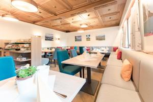 A restaurant or other place to eat at Hotel-Garni Schernthaner