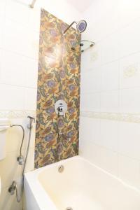 A bathroom at Hotel Meghniwas
