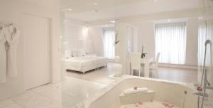 A bathroom at Boscolo Nice Hotel & Spa
