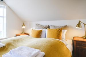 A bed or beds in a room at Hotel Aldan - The Bank