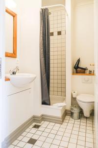 A bathroom at Hotel Aldan - The Bank