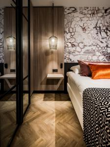 A bed or beds in a room at Hotel Van der Valk Maastricht