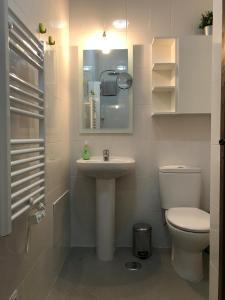 A bathroom at Horta da Rosa