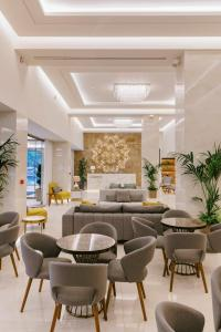 The lounge or bar area at Acandia Hotel