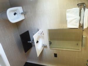 A bathroom at Hotel Millan